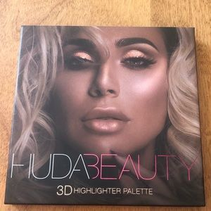 Huda Beauty Highlighter Palette